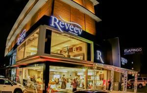 Confira como foi a reinauguração da reveev Colchões, em Joinville