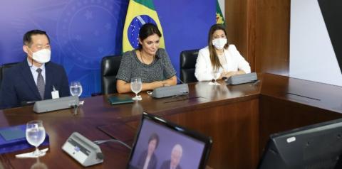 O  Pr. Ock Soo Park  faz  videoconferência com  a Primeira-Dama Michelle Bolsonaro.