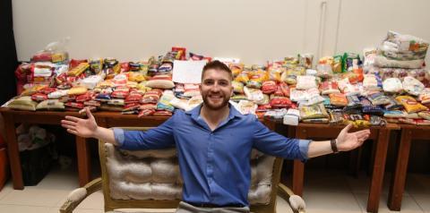 Quase 700 kg de alimentos arrecadados em palestra beneficente