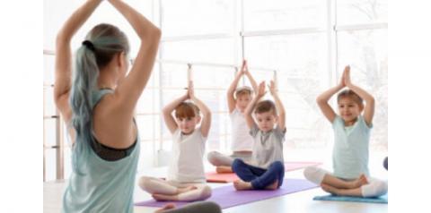 Ewaá oferece aula de Yoga e Meditação para crianças