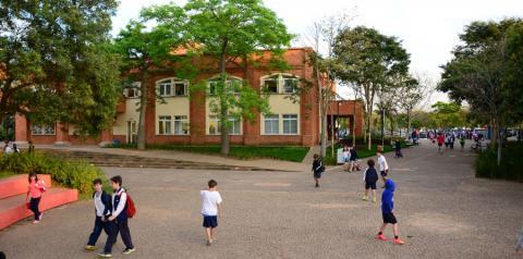 Como funciona a adaptação em um colégio bilíngue?