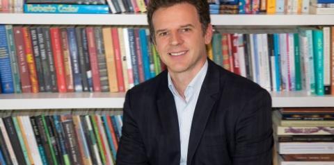 Economista Eduardo Moreira palestra no Meeting Comex, em Joinville