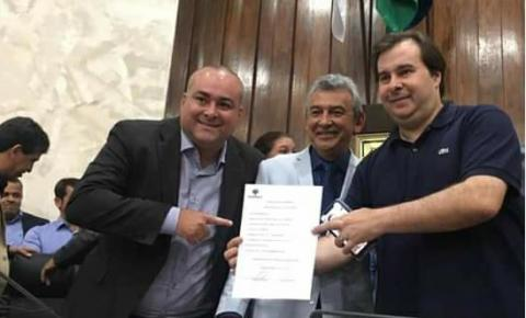 300 MIL ENCONTRADO EM CASA DE VEREADOR DO RJ - SUSPEITO EM FRAUDE DE RESPIRADORES EM SC
