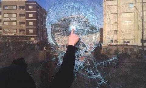 Sobre abutres e virtudes de vidro