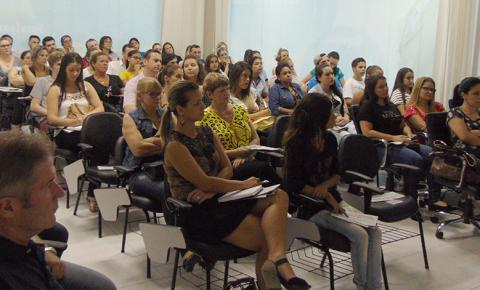 Joinville e Jaraguá - Adriano Albano ministra palestra gratuita nos polos da Unicesumar