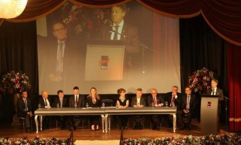 ACIJ empossa diretoria para mais um mandato, premia núcleos e homenageia conselheiros