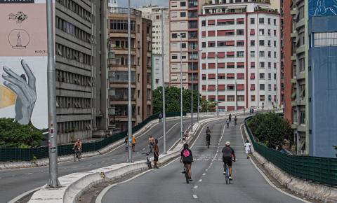 Conheça a história do Minhocão, a via mais polêmica de São Paulo