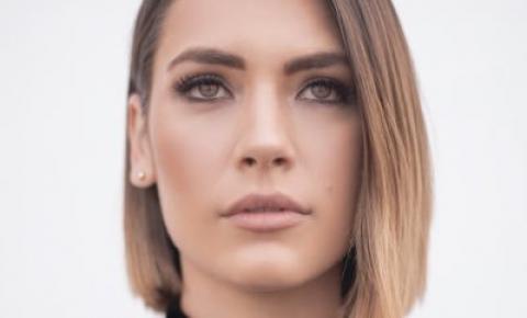 """A ex-atriz Laura Chimaras deve lançar seu novo talk show """"Never Lose Your Faith"""" neste domingo, 11 de abril"""