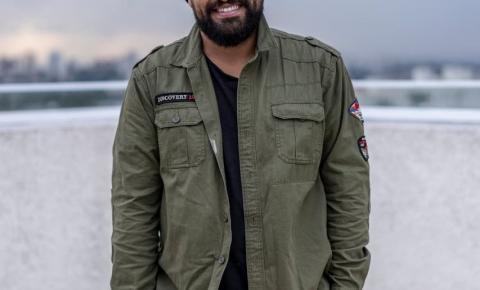 Comediante com mais de 100 milhões de visualizações no youtube se apresenta em Balneário Camboriú nesta quinta