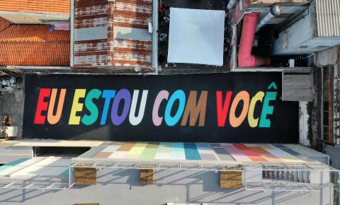 Suvinil e Felipe Morozini criam arte de 30 metros em apoio ao Dia do Orgulho LGBTI+