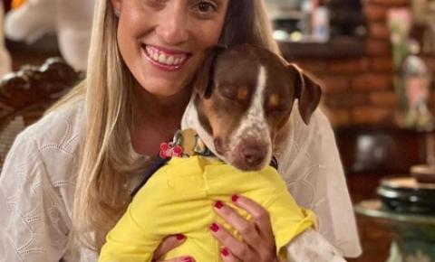 Quarentena impulsiona casos de abandono de animais, diz influencer Carolina Botelho