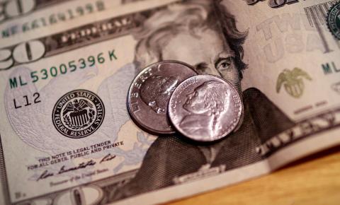 Dólar fecha acima de R$ 5,30 após anúncio do Banco Central americano