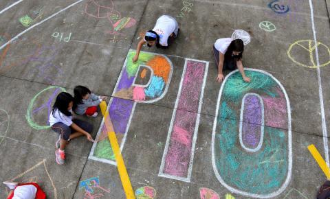 "Alunos do Colégio Franciscano Pio XII participam do projeto internacional ""Chalk 4 Peace"""