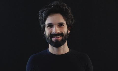 "Felipe de Oliveira lança seu segundo álbum ""Terra Vista da Lua"""