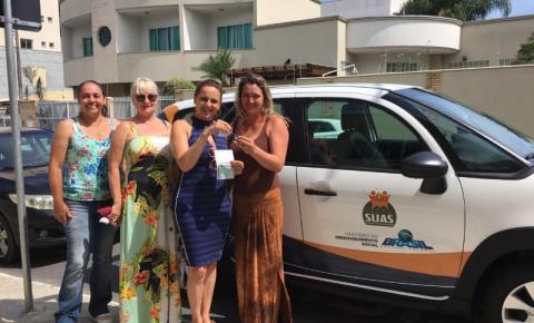 Prefeita Nilza Simas entrega carro para APAE