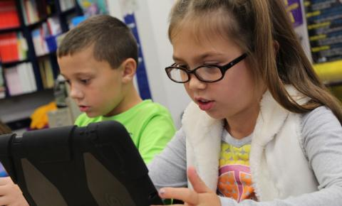 Ferramentas eletrônicas contribuem para problemas de visão entre os jovens