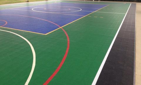 A quadra esportiva do seu colégio pode unir alta performance e tecnologia