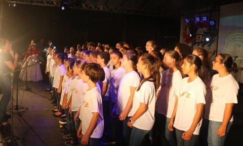 Grupos se apresentam na primeira noite do 4º Encontro Internacional de Etnias