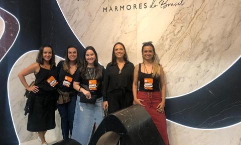 Equipe da Mobitec visita feira de acabamentos, em São Paulo