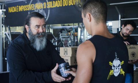 BLACK SKULL DOA SUPLEMENTOS ALIMENTARES AOS SOLDADOS DO BOPE, NO RIO DE JANEIRO