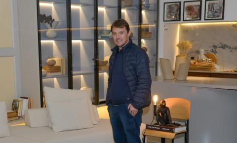 Trabalho de artista de Itajaí é destaque na capa da Casa Vogue e no site da edição Italiana da Vogue