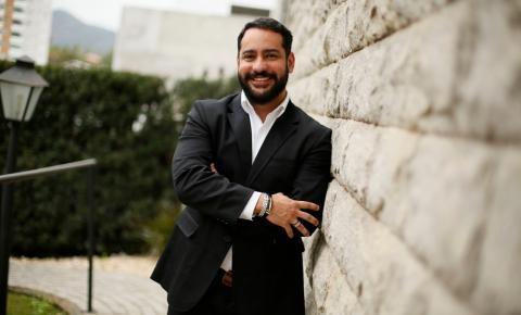 Dr. José carlos Martins, de Blumenau lança livro para a comunidade trans