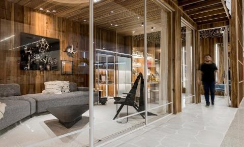 Com a Casa Freijó, arquiteto Michael Zanghelini apresenta proposta para desacelerar com o conforto dos materiais naturais