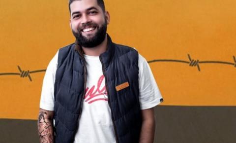 Trio de humoristas comandam comedy night nesta quinta-feira em Balneário Camboriú