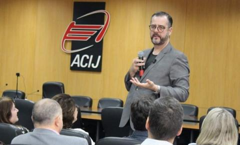 Peruzzo palestra na ACIJ e aborda impactos da neurociência nos negócios