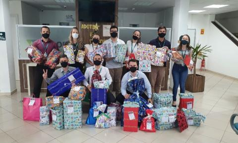 Campanha Natal Solidário do Núcleo de Cooperativismo da Acibalc presenteia 265 crianças