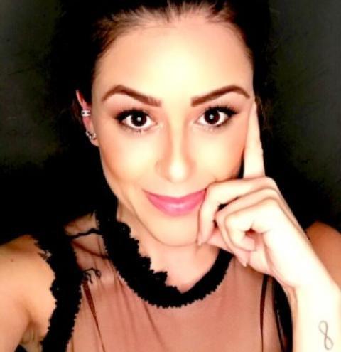 A terapeuta Cláu Magalhães tem sido mencionada por diversos famosos como Isabella Cecchi