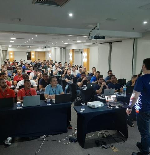 Rafa Trader e Wagner Marinho anunciam volta presencial da Team Urso, maior escola de traders do Brasil