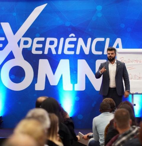 """De presidiário a palestrante: Marcelo Bianchini ajuda público a construir """"plano perfeito"""" para a vida"""