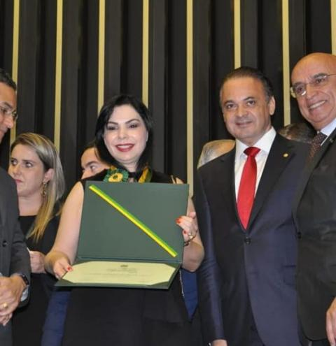 Leonice da Paz recebe Medalha do Mérito Legislativo na Câmara dos Deputados